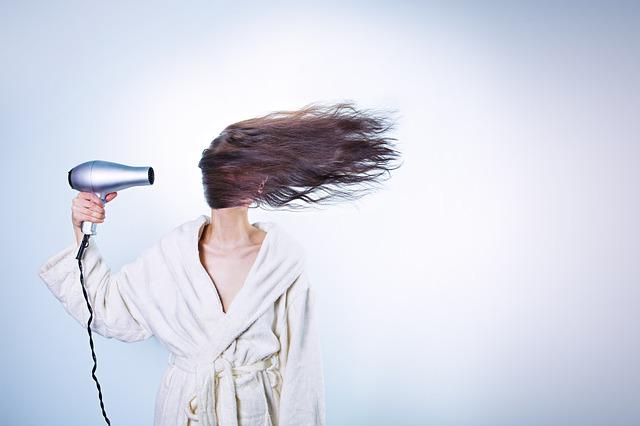 Wypadanie włosów w ciąży – co można z tym zrobić?